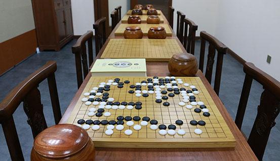有发展 深圳少儿围棋启蒙班,让孩子学会下围棋,并培训围棋真正开发图片