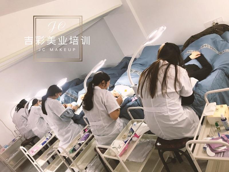 杭州化妆培训学费是多少