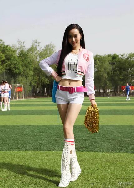 北大美女啦啦队助阵球赛